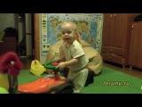 Ваня 1.5 года танцует под сиртаки